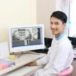 データで見る、歯科医師の平均年収まとめ!勤務医・開業医・年齢・地域別の推移を統計資料から読み解きます。今後の勝ち組歯科医師は?