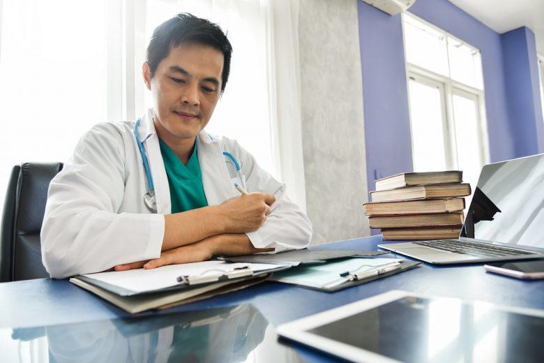 嫁・子持ちなど、家族がいる医者の働き方を考える。高収入をキープしつつライフワークバランスを保つには?